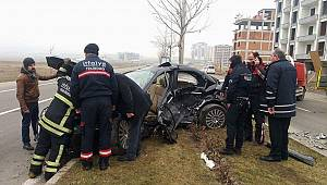 Hız İbresi 130 Km'de Takılı Kaldı, Kazada 1 Ölü 2 Yaralı