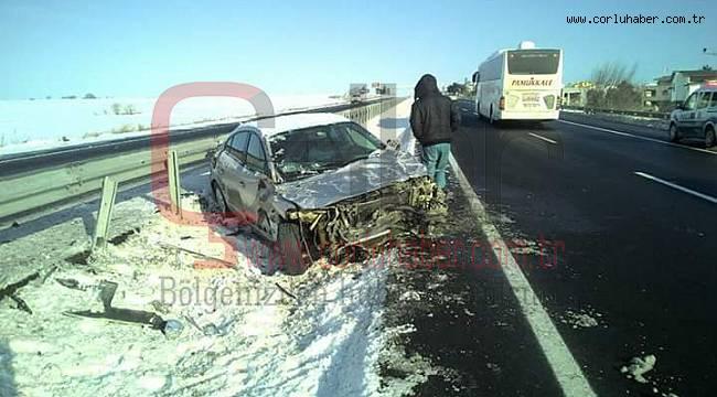 Otomobil Bariyerlere Çarptı,1 Yaralı