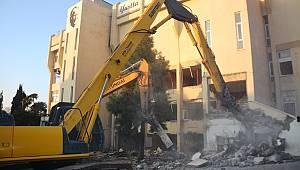 33 Yıllık Belediye Binasının Yıkımı Başladı
