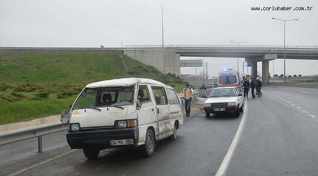 Kayganlaşan Yolda Minibüs Devrildi, 4 Yaralı