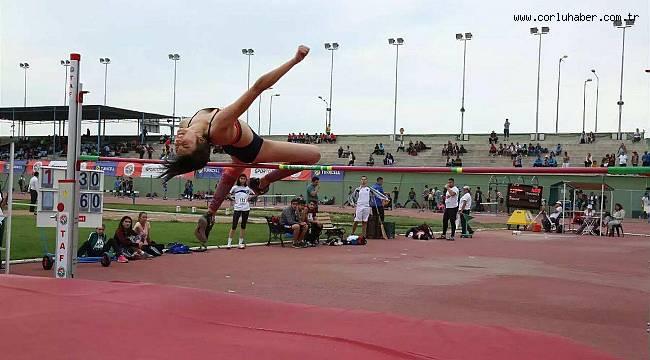 Atletizm Sporcuları Madalyaya Doymuyor