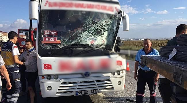 Yolcu Minibüsü TIR'a çarptı, 5 yaralı