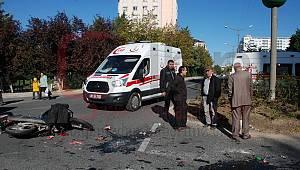 Motosiklet Minibüse Çarptı, 2 Yaralı