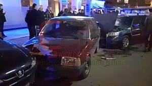Otomobil Sürücüsü Park Halindeki 5 Araca Çarpıp Kaçtı