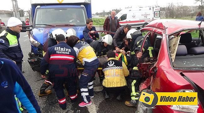 Otomobil İle Kamyonet Çarpıştı, 2 Ağır Yaralı