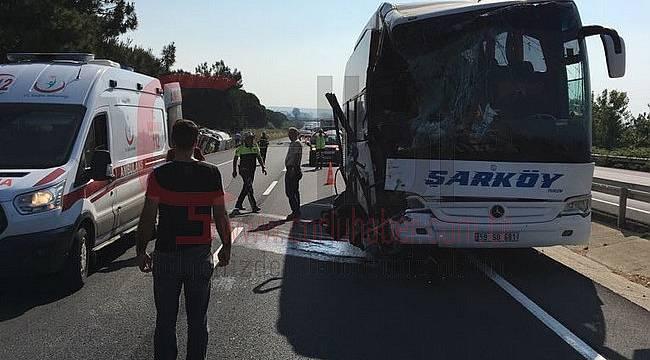 Yolcu Otobüsü Yakıt Tankerine Çarptı, 12 Yaralı