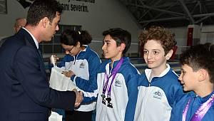Başkan Sarıkurt Şampiyonları Ödüllendirdi