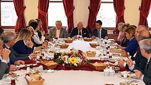 Başkan Albayrak ve Başkan Sarıkurt Muhtarlarla Buluştu