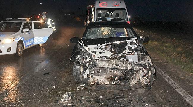 Otomobiller Kafa Kafaya Çarpıştı, 5 Yaralı