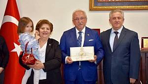 Tekirdağ Büyükşehir Belediyesi'nin Kurucu Başkanı Mazbatasını Aldı