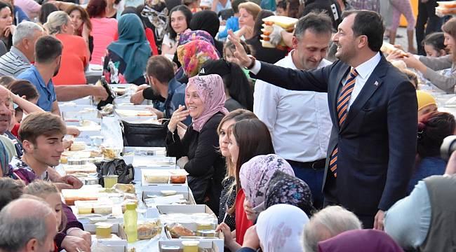 Başkan Cüneyt Yüksel'den Alacaklı Esnafa Bayram Müjdesi
