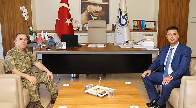 Tümgeneral Yüz'den Başkan Sarıkurt'a Veda Ziyareti