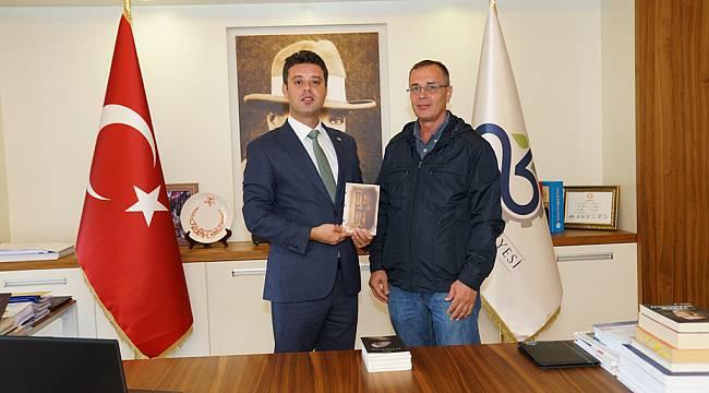 Çorlulu Yazar İdris Ay'dan Başkan Sarıkurt'a Ziyaret