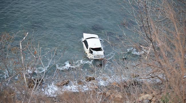 Denize Düşen Otomobilin Sürücüsü Ağır Yaralandı