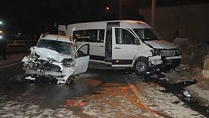 3 Araç Birbirine Girdi, 11 Yaralı