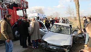 Ağaca Çarpan Otomobildeki 10 Yaşındaki Çocuk Öldü