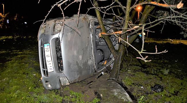 Balıkesir'de Otomobil Şarampole Devrildi: 1 ölü, 2 Yaralı