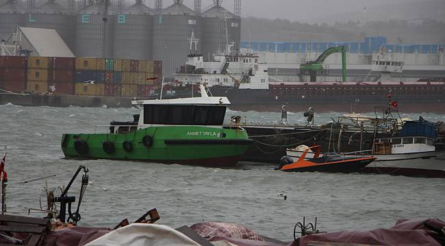 Balıkesir'de Şiddetli Yağış ve Fırtına Etkili Oluyor
