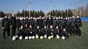 Başkan Sarıkurt'tan ÇBSK Kadın Futbol Takımına Ziyaret