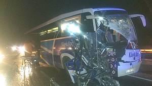 Bilecik'te Yolcu Otobüsü ile Tır Çarpıştı: 11 Yaralı