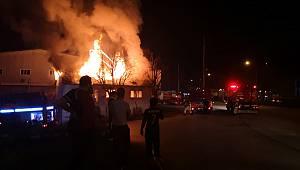 İki Katlı Bina Yangında Kullanılamaz Hale Geldi