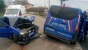 Jandarma Devriye Aracı Otomobille Çarpıştı, 3 Yaralı