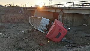 Köprüden Devrilen Tırın Sürücüsü Yaralandı