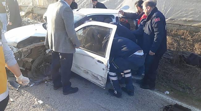 Otomobil Kamyonla Çarpıştı, 2 Yaralı