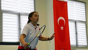 Badmintoncu Sinem'in Hedefi Avrupa Şampiyonasında Kürsüye Çıkmak