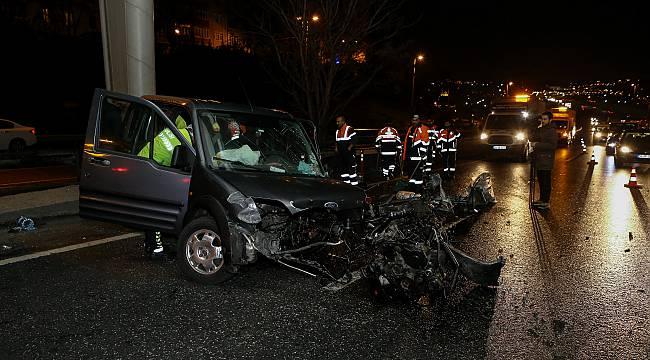 Beyoğlu'nda Bariyerlere Çarpan Otomobilin Sürücüsü Ağır Yaralandı