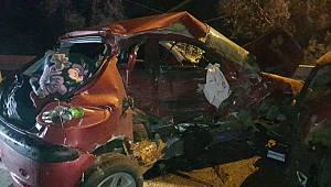 Bursa'da Otomobil İle Kamyonet Çarpıştı: 1 Ölü, 3 Yaralı