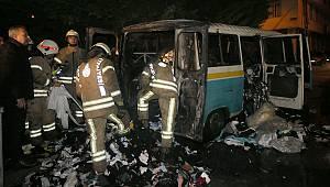 Esenler'de Park Halindeki 2 Minibüs Yandı