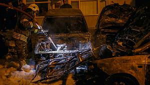 Mahalle Yangın Yerine Döndü, 9 Araç Kundaklanarak Yandı