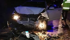 Otomobil TIR'a Çarptı, 2 Yaralı