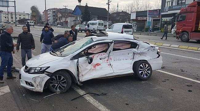 Sakarya'da Tır ile Otomobil Çarpıştı: 1 Ölü, 2 Yaralı