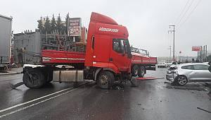TIR 5 Otomobile Çarptı, 1 Ölü 5 Yaralı