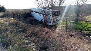 Yolcu Otobüsü Tarlaya Uçtu