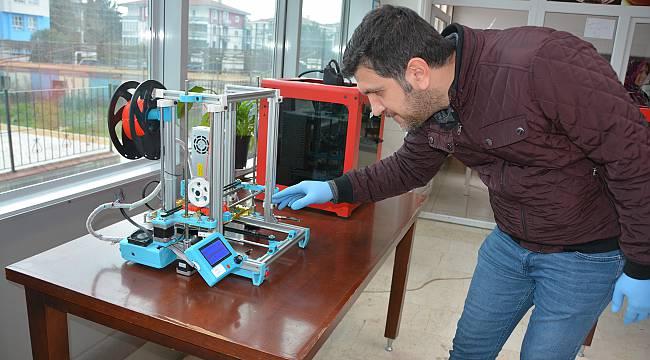 Balıkesir'de Koronavirüse Karşı 3D Yazıcılarla Siperlik Üretimi Başladı