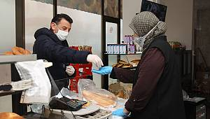 Başkan Çetin, Yaşlıların İhtiyaçlarını Evlerine Kadar Götürüyor
