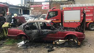 Bursa'da park halindeki otomobil yandı