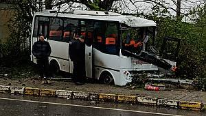 İşçi Servisi Elektrik Direğine Çarptı, 1 Ölü 7 Yaralı