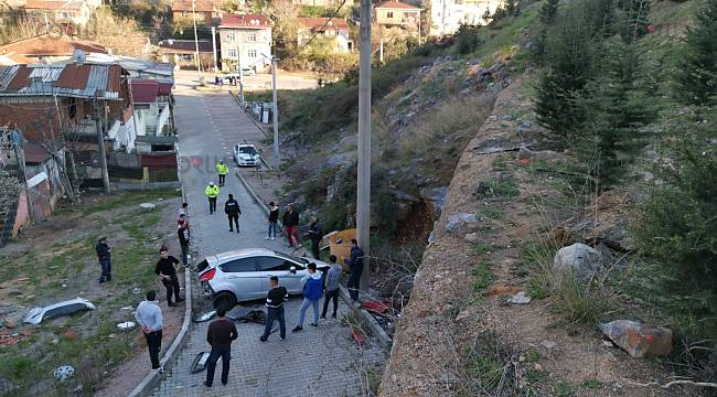 Virajı Alamayan Otomobil 40 Metre Yükseklikten Düştü