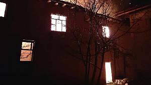 Çıkan Yangında İki Katlı Ev Kullanılamaz Hale Geldi