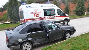 Otomobille Motosiklet Çarpıştı, 1 Yaralı