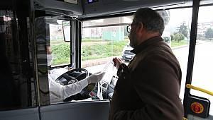 Toplu Taşıma Kullananlara 25 Bin Maske Dağıttı
