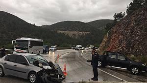 Bilecik'te Zincirleme Trafik Kazası, 5 Yaralı