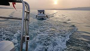 Burhaniye Açıklarında Arızalanan Teknedeki İki Kişiyi Sahil Güvenlik Kurtardı