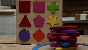 Eski Okul Sıraları Şehit Çocukları İçin Oyuncağa Dönüştürülüyor