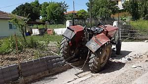 Kocaeli'de Su Kanalına Devrilen Traktörün Sürücüsü Öldü