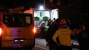 Minibüs Otomobille Çarpıştı, 2 Ölü 3 Yaralı
